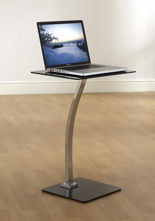Chiếc bàn này cơ động và gọn nhẹ này giúp bạn có thể làm việc ở bất cứ đâu.