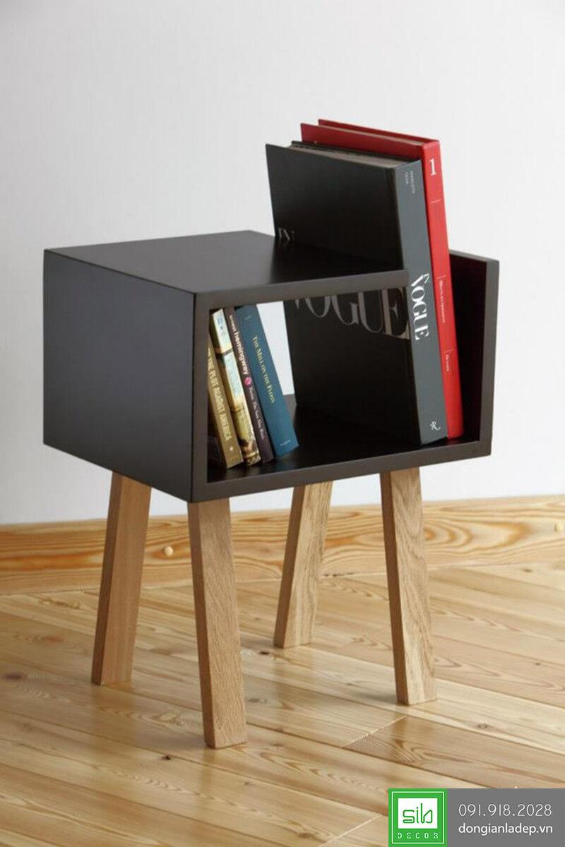 Kệ sách màu đen, chân gỗ sồi