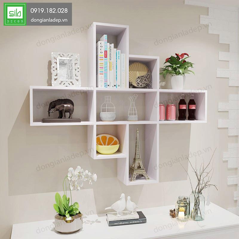 Kệ treo tường KT221 kết hợp sách và đồ trang trí