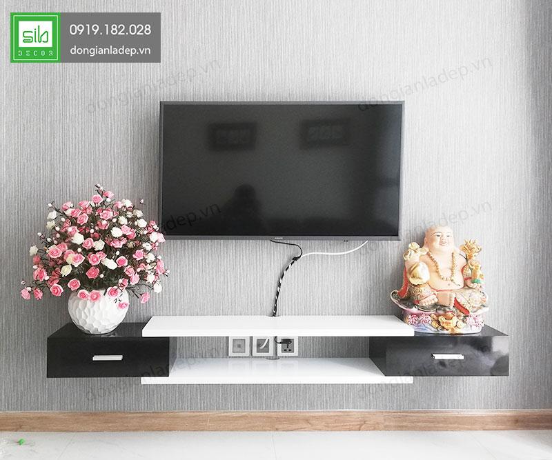 Hình thực tế mẫu kệ tivi treo tường TV123 trắng - đen