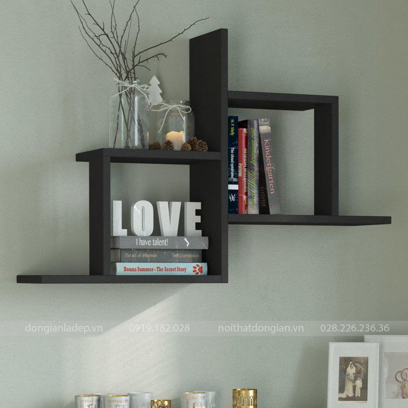 Kệ gỗ trang trí màu đen treo tường đơn giản.