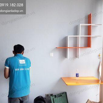Bàn gấp treo tường cùng kệ sách 3 chữ L lồng nhau