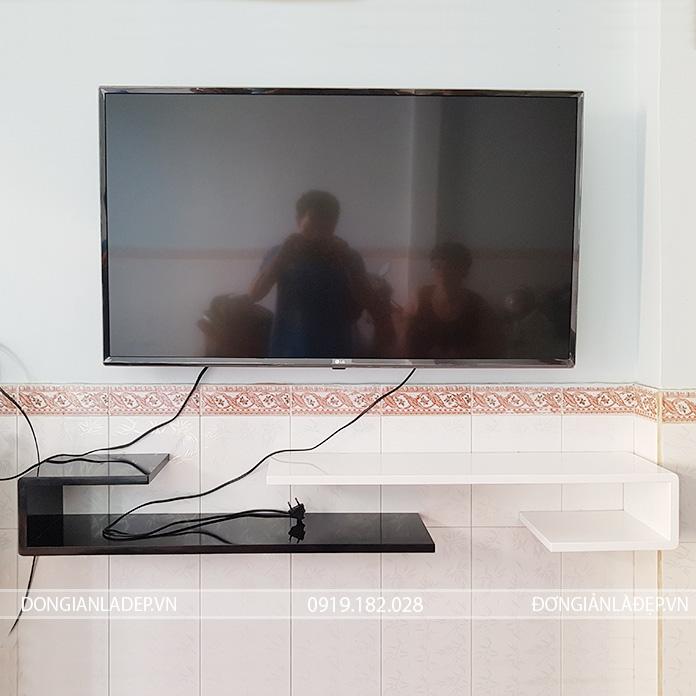 2 kệ tivi treo tường chữ J trắng đen