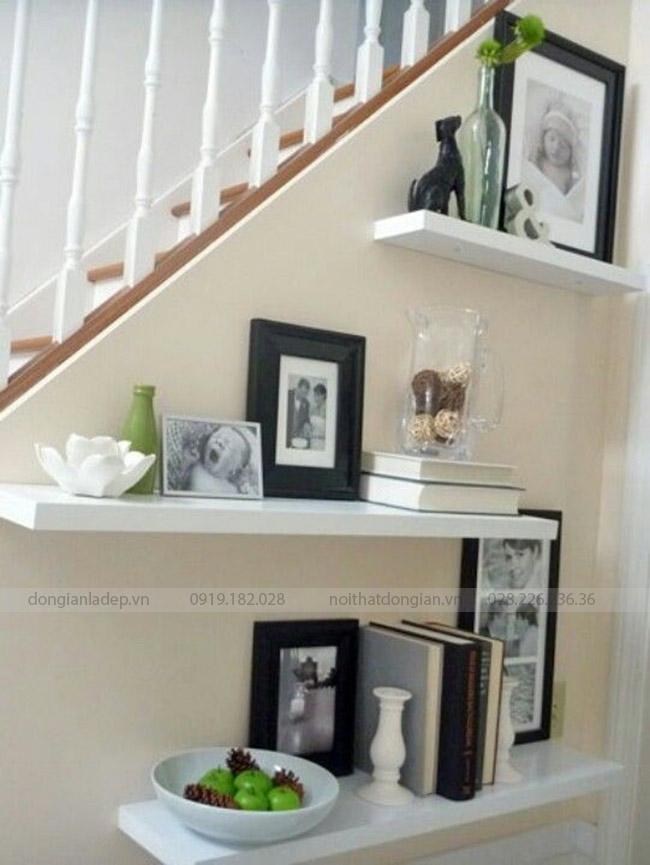 3 chiếc kệ thanh ngang cho góc cầu thang thêm sức sống