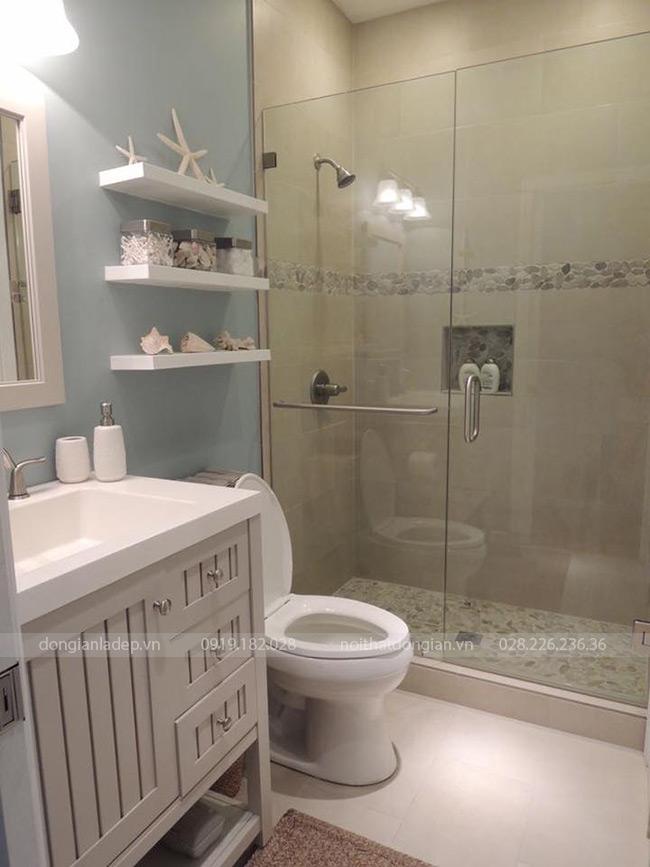 Bộ 3 kệ thanh ngang treo tường 60x20 màu trắng trong nhà vệ sinh