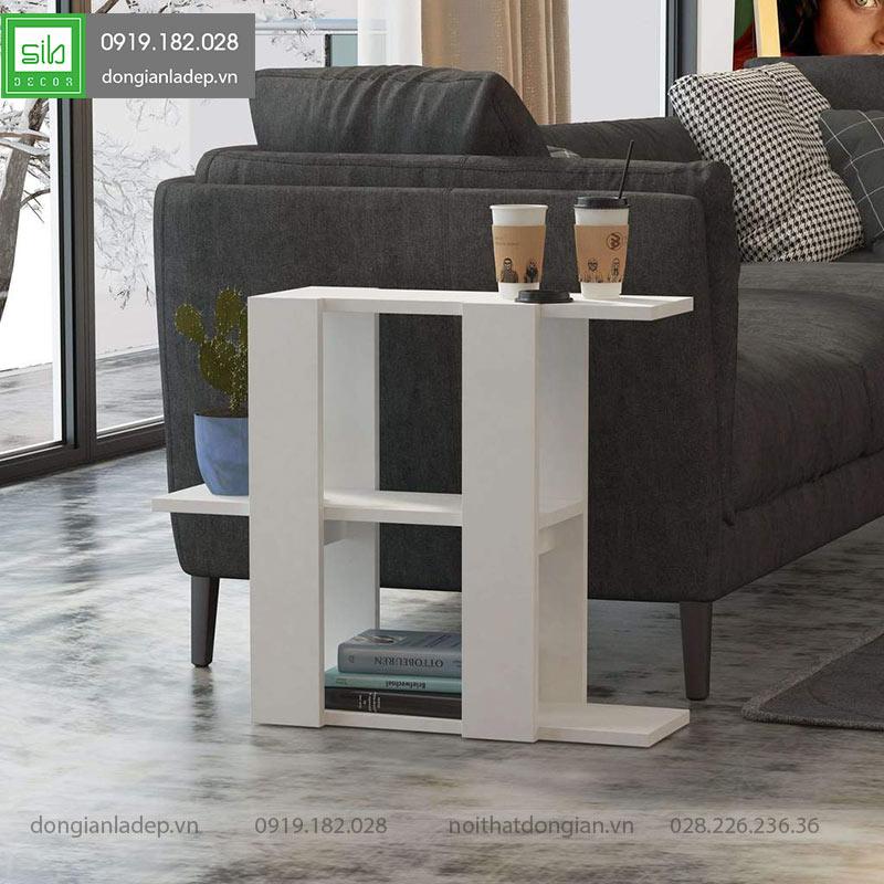 Kệ gỗ bên Sofa màu trắng vô cùng thuận tiện, có thể thay thế bàn trà trong rất nhiều trường hợp.