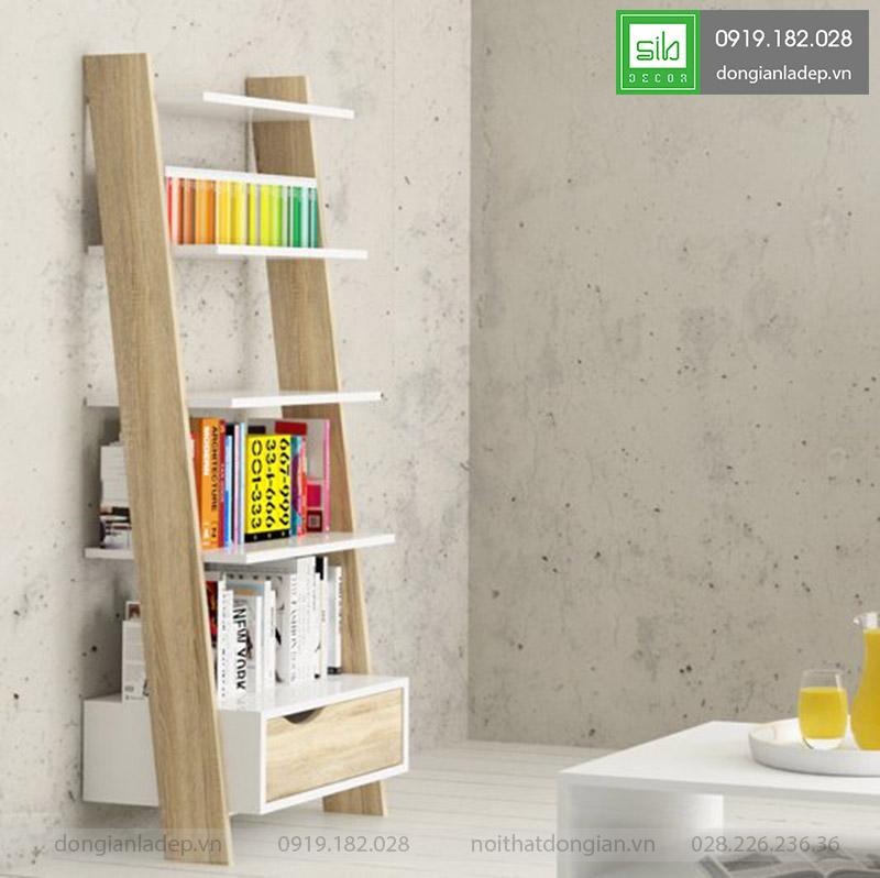 Chiếc kệ gỗ có khả năng để được rất rất nhiều sách. Kèm theo 1 ngăn kéo tiện dụng,