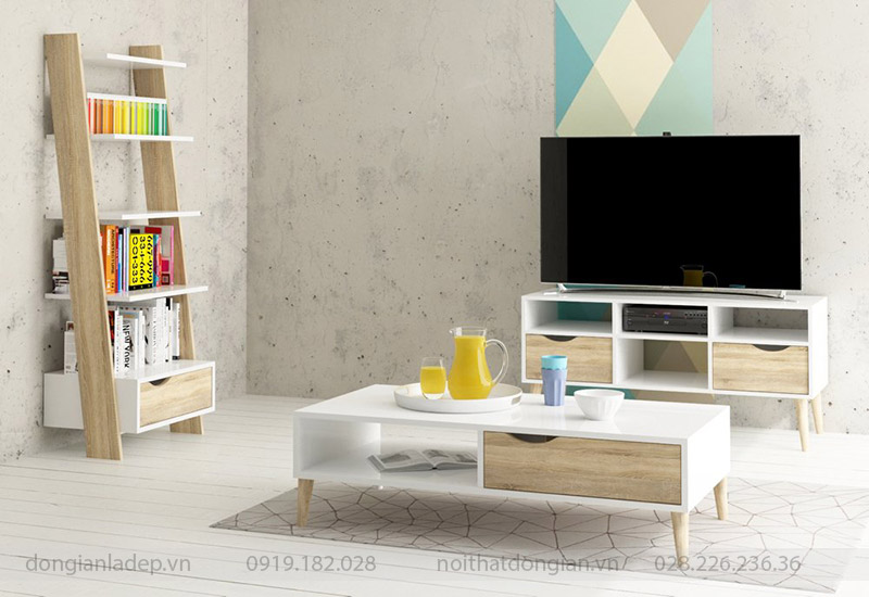 Kệ sách bậc thang màu trắng và vân gỗ sồi trong không gian phòng khách