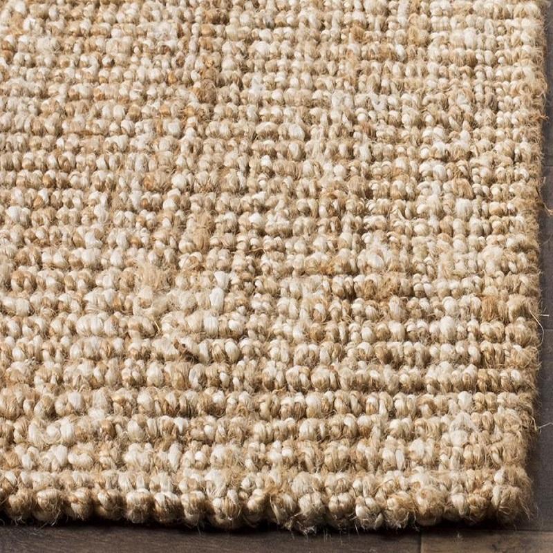 Tấm thảm lớn mang lại độ thẩm mỹ cao và nhiều không gian.