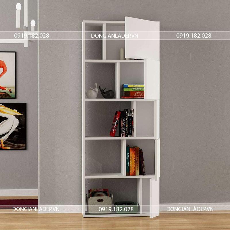 Các ngăn tủ có kích thước phù hợp với những cuốn sách.