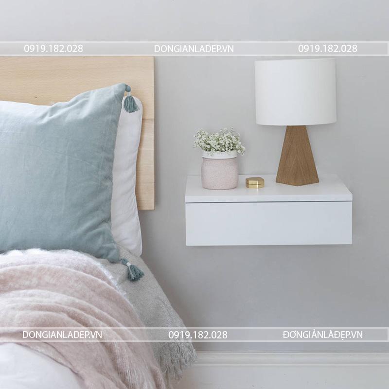 Chỉ 1 chiếc kệ đầu giường đơn giản là đủ!