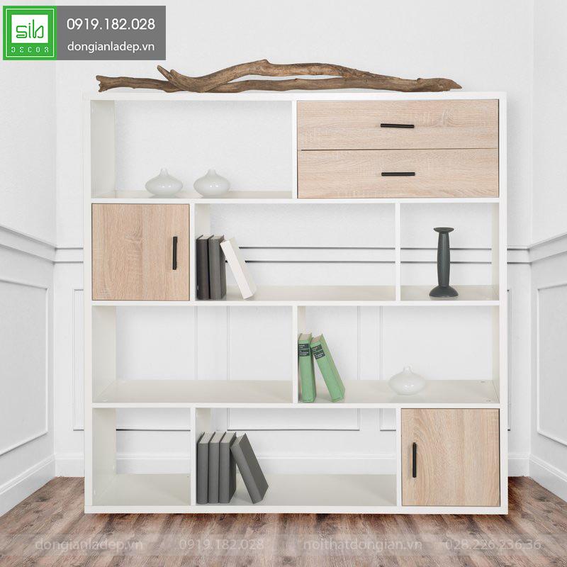 Mỗi tầng có chiều cao 32cm được thiết kế để sách, đồ trang trí.