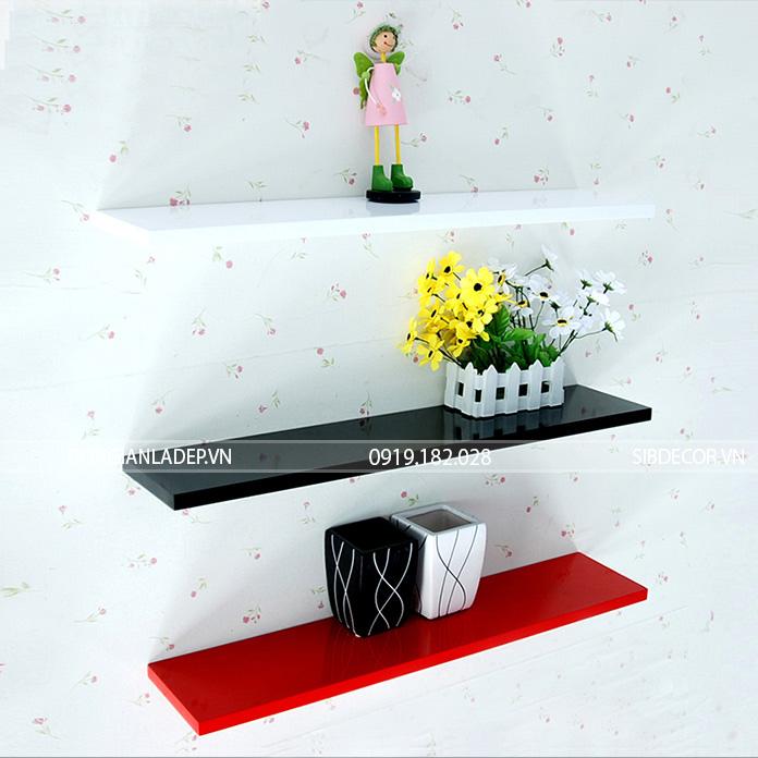 Với nhiều lựa chọn về kích thước, bộ 3 kệ gỗ đen trắng đỏ đáp ứng được nhiều mục đích sử dụng với nhiều không gian khác nhau