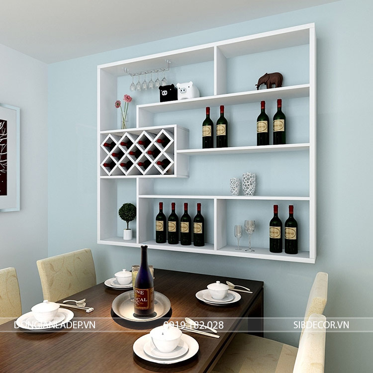 Kệ rượu treo tường KR05 màu trắng bên bàn ăn
