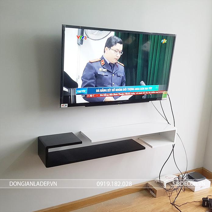 Một cách đơn giản cho những thiết bị điện tử. Kệ tivi treo tường chữ J