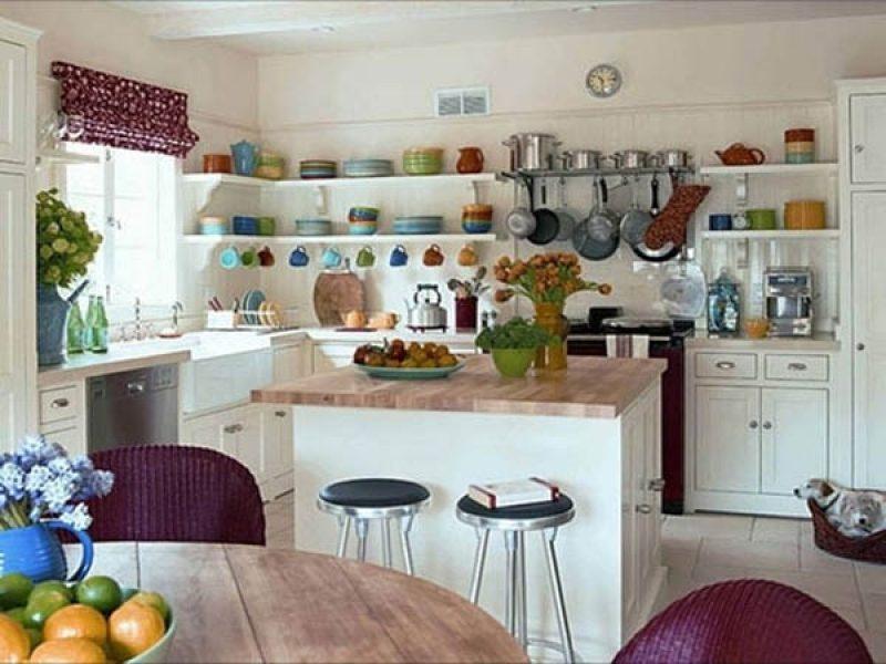 Phòng bếp nhỏ gọn với dàn móc treo đơn giản