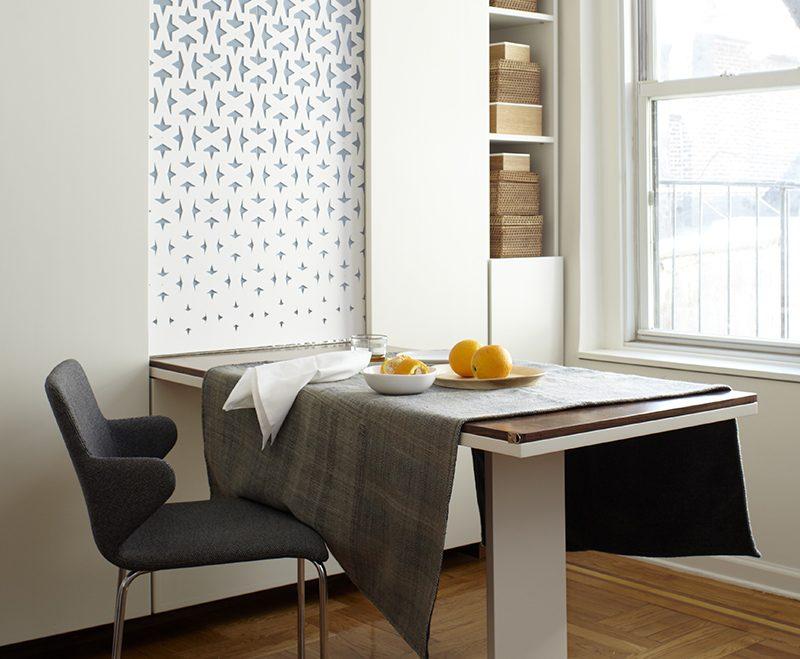 Mẫu bàn ăn liền tường với thiết kế đơn giản, nhỏ gọn