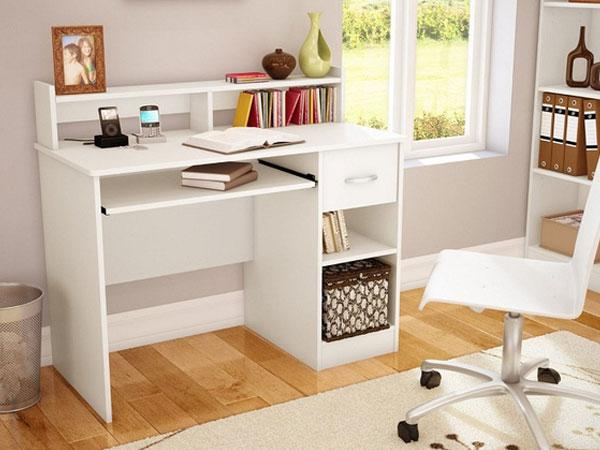 Thùng rác cạnh bàn làm việc giúp bạn dễ dàng giải quyết các mẫu giấy bỏ đi