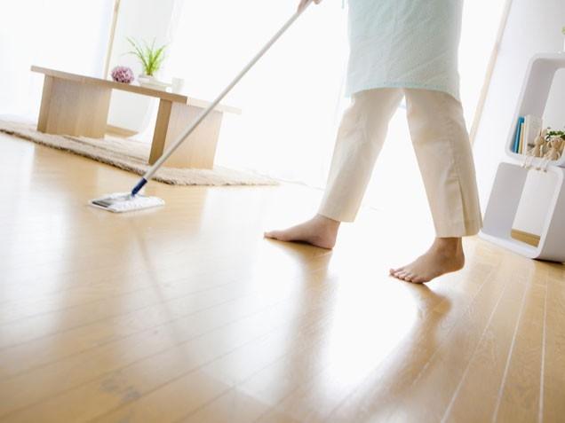 Quét dọn nhà thường xuyên khiến nhà bạn luôn ở trạng thái sáng bóng, sạch đẹp