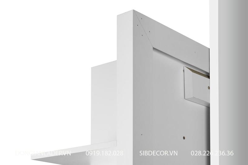 Kệ gỗ gắn lên tường với kết cấu chắc chắn, giấu kín hoàn toàn.