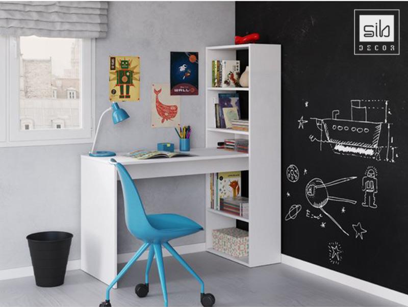 Chiếc bàn làm việc nhỏ gọn ở góc tường