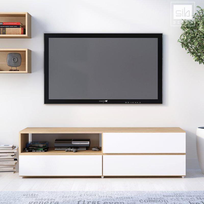 Chiếc kệ tivi là sự kết hợp hài hòa, cân đối giữa màu trắng và màu vân gỗ sồi.