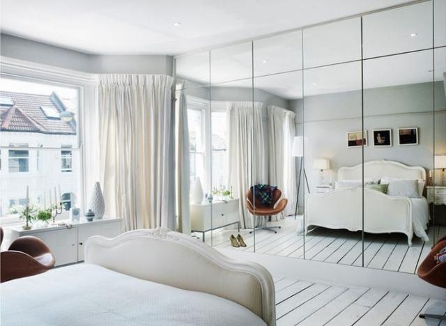 Gương tạo ảo ảnh tăng diện tích phòng ngủ