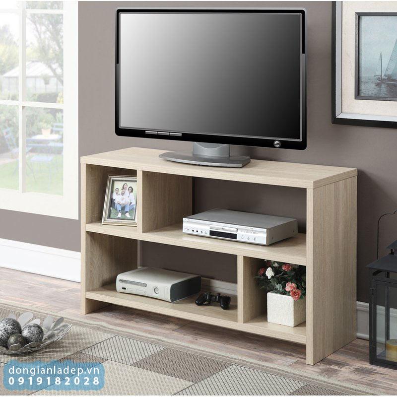 Kệ tivi nhỏ gọn không chiếm dụng nhiều diện tích của căn phòng.
