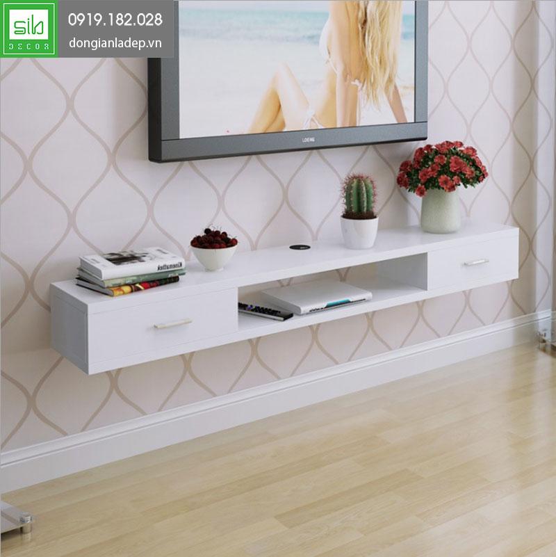 Kệ tivi treo tường TV131 màu trắng cho vẻ đẹp tinh tế, nhẹ nhàng.