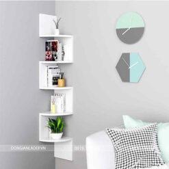Kệ gỗ góc treo tường phòng khách màu trắng