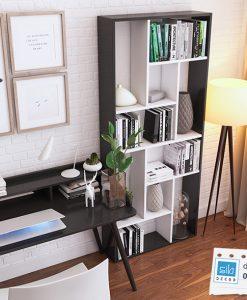 Sự kết hợp hoàn hảo của màu trắng và đen tạo nên chiếc kệ sách đơn giản mà đẹp