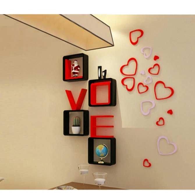 Thấy kệ trên tường là thấy cả một tình yêu to bự trong ngôi nhà