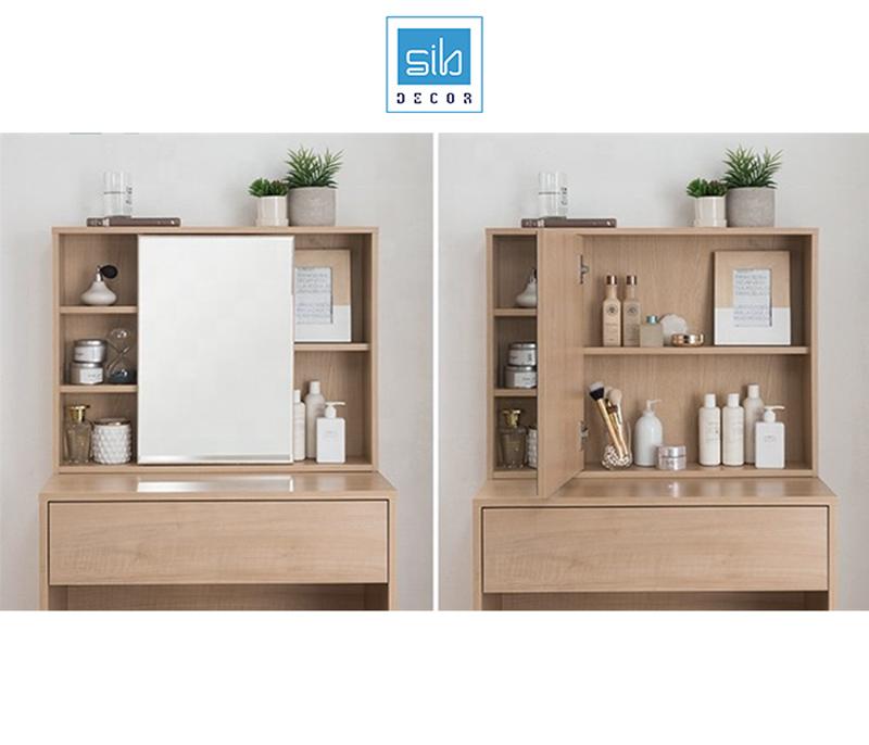 Gương soi được thiết kế như 1 cánh tủ bàn trang điểm