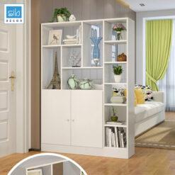 Màu trắng nhẹ nhàng của chiếc kệ gỗ ngăn phòng khách và nhà bếp. Sự ngăn cách tự nhiên vừa đẹp vừa phong thủy.