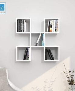 Kệ sách treo tường màu trắng.