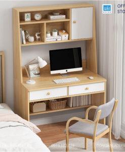Chiếc bàn nổi bật ở góc phòng ngủ. Bạn có thể sử dụng như 1 chiếc bàn phấn trang điểm
