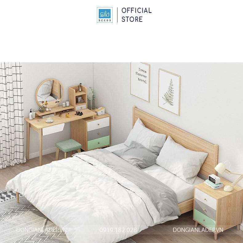 Bàn trang điểm xinh xắn kèm ghế trong góc phòng ngủ