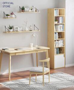 Chiếc kệ gỗ nhiều tầng đơn giản đặt tại phòng làm việc
