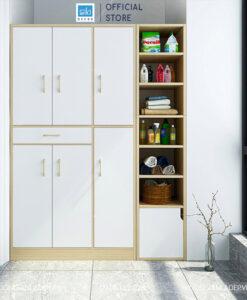 Chiếc kệ gỗ nhiều tầng đơn giản đặt tại khu vực nhà bếp/phòng tắm